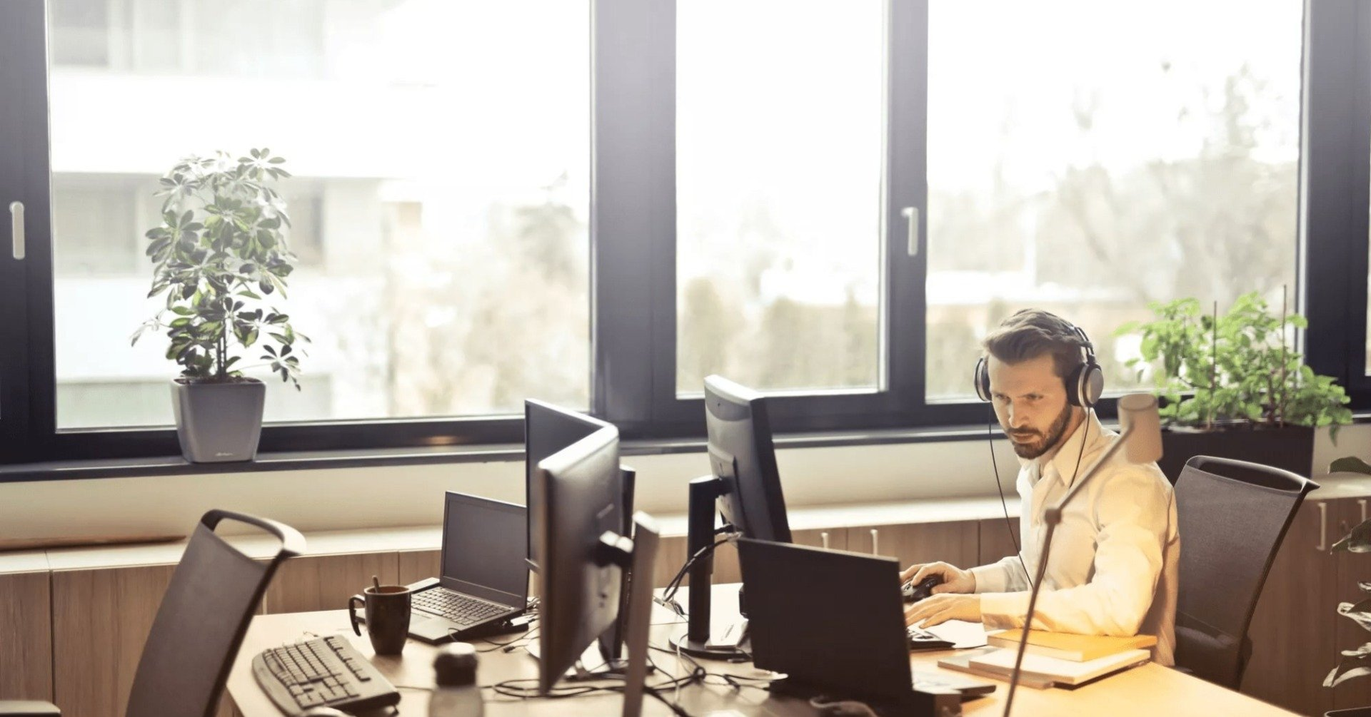 Difference Between A Call Center And Help Desk BPO Service